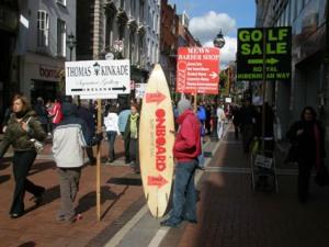Uomini-cartello a Dublino
